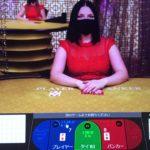 オンラインカジノでディーラーがカードを落とした‼️